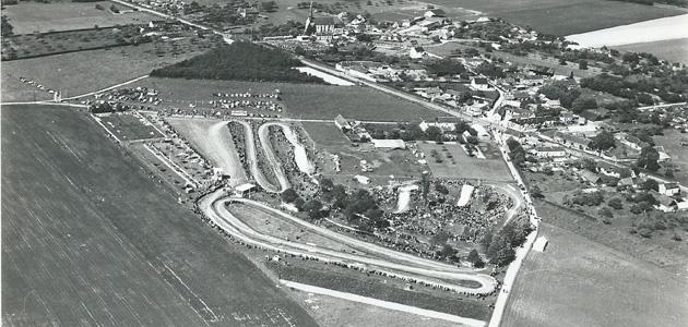La modification d'une piste de motocross